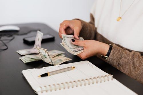 účetní peníz