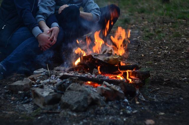 hořící táborák.jpg