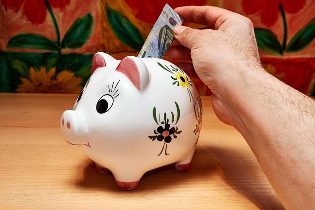 peníze do pokladničky
