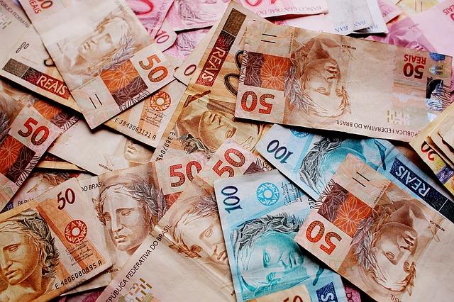 Spoření peněz